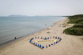 Un'onda blu per la Giornata mondiale degli Oceani - Greenpeace Italia