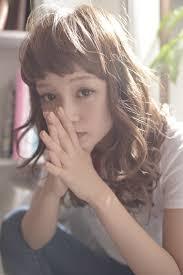 渡部麻衣 モデル マリン 艶カラー ベージュ アッシュ スモーキー ゆる