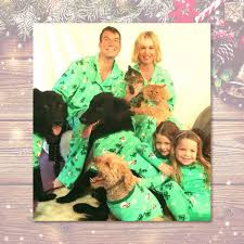 15 Instagram Worthy Family Christmas Card Outfits E News