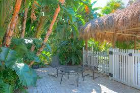 naples garden inn relaxing area