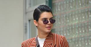 Kendall Jenner Clearly Doesn t Know How To Wear A Fanny Pack.