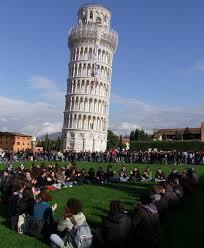 Αποτέλεσμα εικόνας για Γιατί δεν πέφτει ο πύργος της Πίζας;