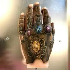 татуировка с изображением перчатки бесконечности вселенная Marvel
