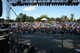 hudson gardens concert crowd