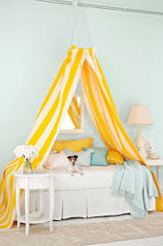 smart use of canopy bed drapes. 12 DIY Canopy Beds That Will Turn Your Bedroom Into A Dreamy Wonderland Smart Use Of Bed Drapes C