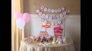 homemade-baby-shower-decorations-ideas-round-white-paper-