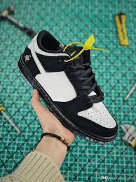 Women S Designer Sneakers 2019 2019 Sb Casual Shoes For Men Women Designer Sneakers Dunk 1 Low Staple X Sb Dunk Panda Pigeon Skate Shoes Black Running Shoes