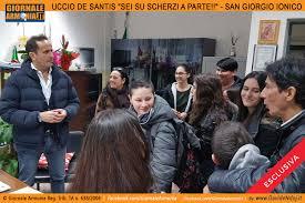 VIDEO - UCCIO DE SANTIS GUARDATI DALLE PRESIDI! L'ATTORE BARESE COINVOLTO  IN UNO SCHERZO DURANTE LA LAVORAZIONE DI NUOVI EPISODI COMICI -  www.giornalearmonia.it