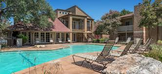 pool at balcones woods luxury apartment homes in austin tx