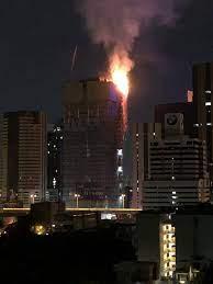 เกิดเหตุไฟไหม้อาคารสูง 35 ชั้น อยู่ระหว่างการก่อสร้าง ซ.วิภาวดี 9  จนท.เร่งควบคุมเพลิง
