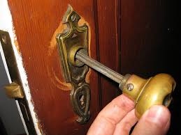 picture of remove the spindle from the door