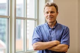 New CCAS Professor Using Physics to Study Extremism | GW Today | The George  Washington University