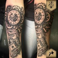 Time Is Money Arte E Tattoo De Roci Fireworks Tattoo E Barber