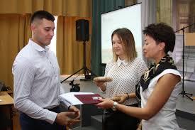Торжественное вручение дипломов о высшем образовании Официальный  Торжественное вручение дипломов о высшем образовании