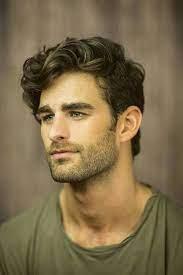 Мужчины, имеющие кудрявые волосы, зачастую недовольны этим. Muzhskie Strizhki Strizhki Parnej Muzhskie Strizhki Dlya Kudryavyh Volos