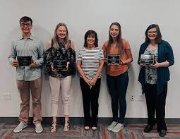 Earthmover Credit Union awards college scholarships – Shaw Local