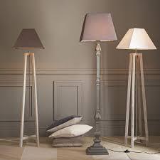Terminlia Houten Staande Lamp En Witte Lampenkap H155
