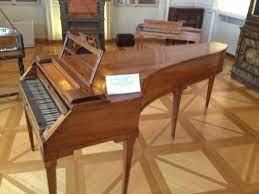 File:Mozart's piano.JPG - Wikimedia Commons