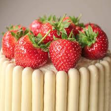 White Chocolate Strawberry And Prosecco Cake Recipe Globe Scoffers