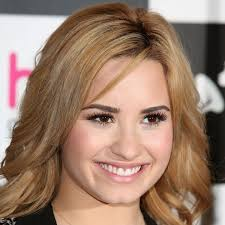 gles eye tips for would you have thought to put these eye makeup colors demi lovato is wearing