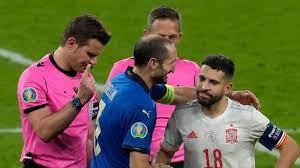 Tiefenentspannt vor Elferdrama - Chiellini albert bei der Platzwahl rum -  EURO 2020 - Fußball - sportschau.de