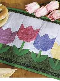 Quilting - Table Topper Quilt Patterns - Spring Tulip Place Mat ... & Spring Tulip Place Mat Adamdwight.com