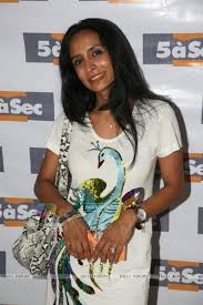 5 a sec laundry. suchitra pillai in jeetendra launches 5 a sec french laundry