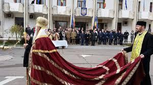 FOTO Hainele cele noi ale lui IPS Teodosie. Cum explică Arhiepiscopia Tomisului imaginea ierarhului cu mantie și trenă roșie – CTnews