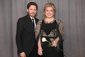 Kelly Clarkson to Pay Ex a Stunning ...