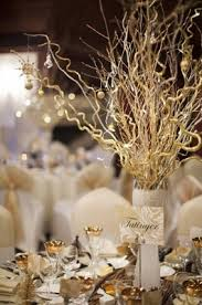 Gold is a great color for formal dinner party table decorations, and is of  course the perfect color for an Oscar or awards season party!