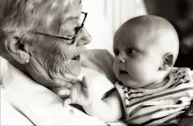 Resultado de imagen para abuela con cancer cuidando de su nieto+imagenes