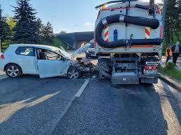 Accident grav la Podul N. A intrat cu mașina sub autospeciala care spăla Calea Florești - FOTO - Ştiri de Cluj