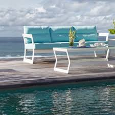 skyline design outdoor furniture. the lyon outdoor seating collection features a unique and elegant design indicative of innovation quality that has made skyline t furniture