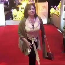 بالصور - بعد ملابسها السيئة.. إلهام شاهين تسكت منتقديها بفستان مكشوف وضيق