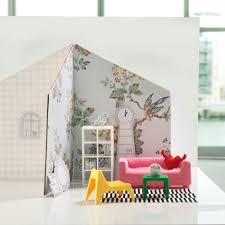 <b>IKEA</b> вновь обставит <b>кукольный</b> дом своей фирменной мебелью