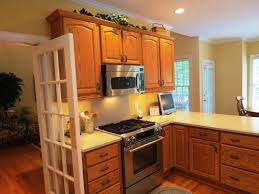 image of best paint colors for kitchens with oak cabinets