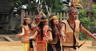 Nah kalimantan barat memiliki alat musik tradisional yang menjadi ciri khasnya, seperti sapek, keledik, tawaq, tuma dan lainlain. Mengenal Alat Musik Tradisional Suku Dayak Portal News