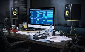 desk speaker stand clamp vs