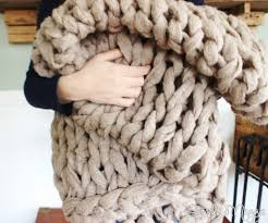 how to arm knit a blanket in 45 minutes simplymaggie com 18382113 641114202759194 6880689753113493504 n