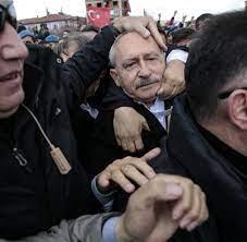 Ankara: Türkischer Oppositionschef von wütendem Mob attackiert - WELT