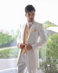 意外と悩む結婚式の新郎衣装の選び方 みんなのウェディングニュース