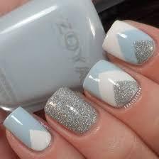 Design Nehtů V šedých Odstínech V Kombinaci S Bílou Barvou