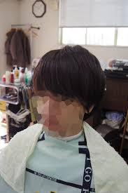 髪型カッコイイ無造作ヘアに形を整えるセニングメンズカット