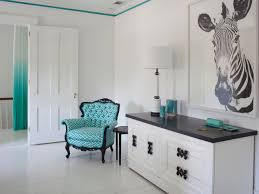 Browse living room decorating ideas and furniture layouts. Forget Gallery Walls Big Art Is The Hottest Trend In Wall Decorating Hgtv S Decorating Design Blog Hgtv