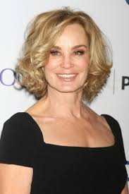 short hairstyles for women over 60 02