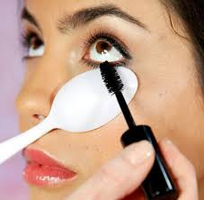 tips tuesday use a spoon under your lashes to avoid getting mascara on your skin