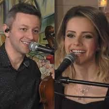 Sandy faz live romântica com o marido Lucas Lima na véspera do Dia dos  Namorados | Famosos