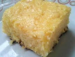 Resultado de imagem para Bolo de queijo de liquidificador coberto com coco ralado