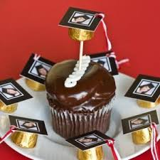 Diy Graduation Candy Favors Or Cupcake Toppers Tip Junkie