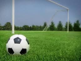 Как играть в футбол Решив играть в футбол приобретите форму спортивную обувь и футбольный мяч Имея все необходимое обмундирование и перевоплотившись в образ футболиста